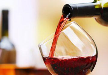 新年会も安心!零したワインのシミ抜き法のイメージ画像